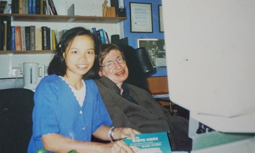 Con gái nuôi của Stephen Hawking tại Việt Nam muốn gặp cha lần cuối
