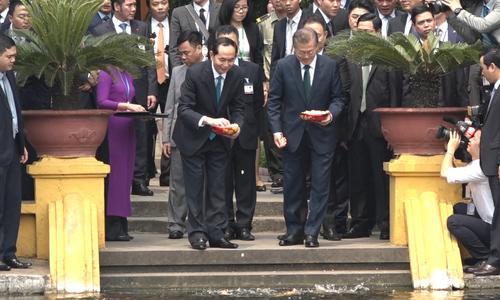 Tổng thống Hàn Quốc viếng thăm nhà sàn Bác Hồ