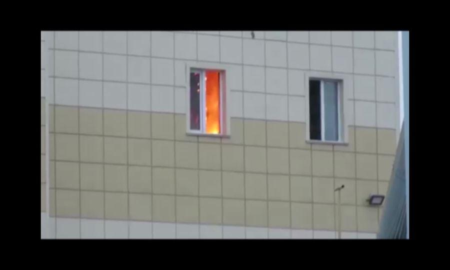 Căn phòng cháy ngùn ngụt tại trung tâm thương mại Nga