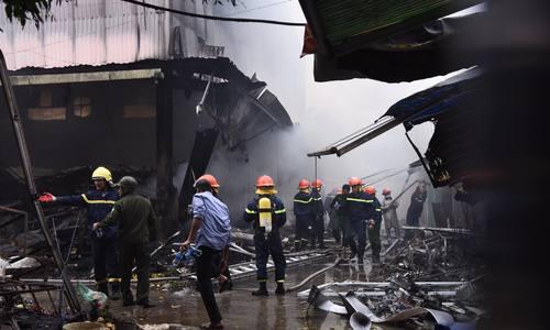Cháy lớn tại chợ Quang rộng hơn 1000m2 ở Hà Nội