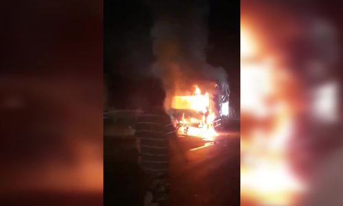 Nam thanh niên tử vong sau tai nạn khiến ôtô tải bốc cháy