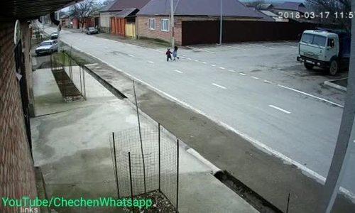 Cậu nhóc 5 tuổi lấy trộm ôtô để gây ấn tượng với bạn gái