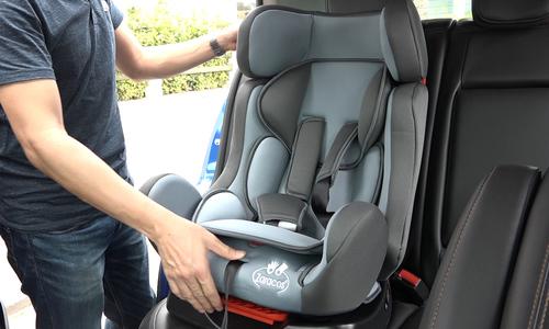 Lắp ghế an toàn cho trẻ trên xe hơi có đơn giản?