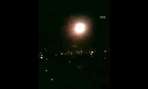 Tên lửa Syria rời bệ phóng đánh chặn đòn không kích Mỹ