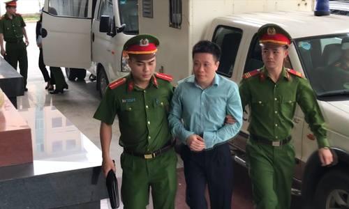 Hà Văn Thắm cùng các bị cáo đến tòa