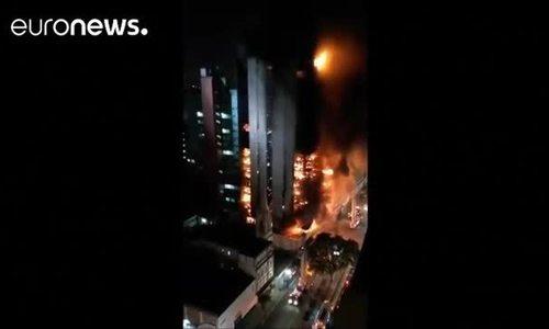 Hỏa hoạn khiến tòa nhà 26 tầng ở Brazil đổ sập