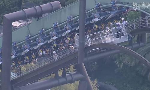 Tàu trượt gặp sự cố ở Nhật, hành khách bị treo ngược suốt 2 giờ