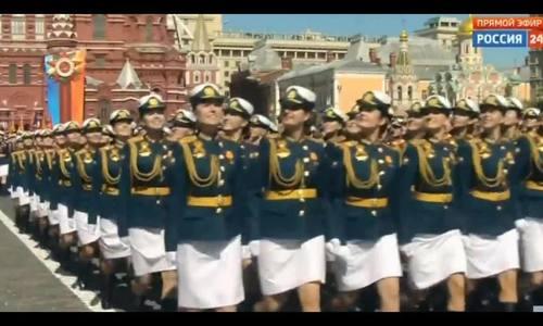 Nữ học viên quân sự Nga trong lễ duyệt binh ngày Chiến thắng