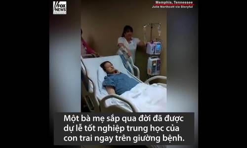 Mẹ nguy kịch, nam sinh Mỹ tốt nghiệp sớm trong bệnh viện