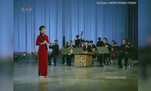Sự tình cờ trong video lãnh đạo Trung - Triều xem biểu diễn nghệ thuật