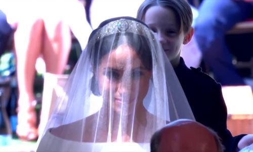 Cô dâu Meghan Markles bước vào lễ đường