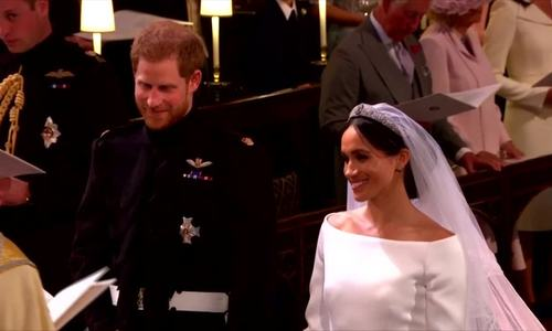 Cô dâu Meghan và chú rể Harry tuyên thệ