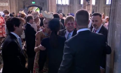 Elton John và bạn đời đồng tính dự đám cưới Hoàng tử Anh