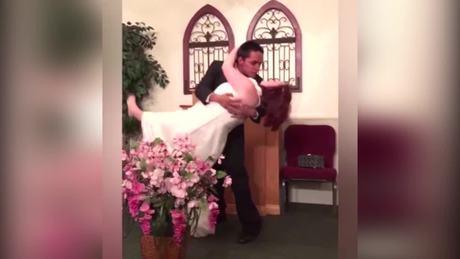 Những sự cố khiến cô dâu chú rể khó quêntrong ngày cưới