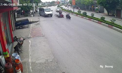 Tránh ôtô khách, người phụ nữ bị xe máy tông bất tỉnh: Ai đúng, ai sai?