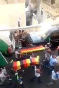 Cổ động viên Brazil tổ chức 'tang lễ' cho Đức