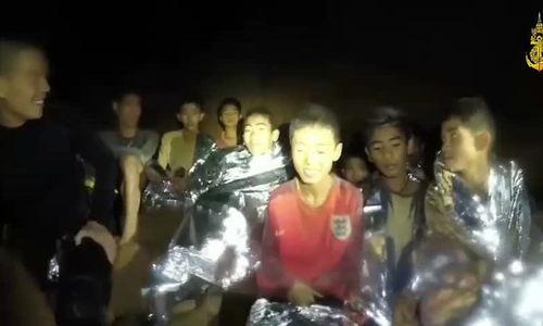 Đặc nhiệm Thái Lan công bố video tình trạng của đội bóng nhí mắc kẹt trong hang