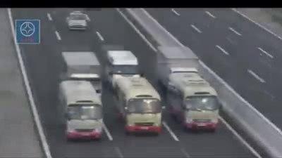 Ba xe khách dàn hàng ngang trên cao tốc Hà Nội - Hải Phòng