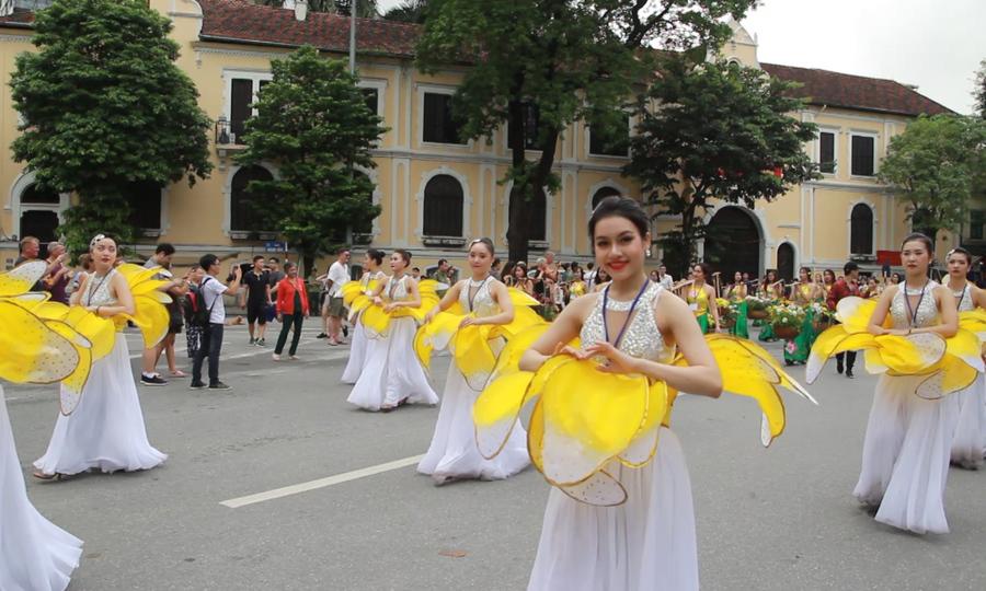 5.000 người diễu hành quanh Hồ Gươm