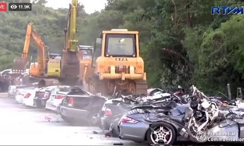 Tổng thống Duterte phá hủy 68 xe sang nhập lậu