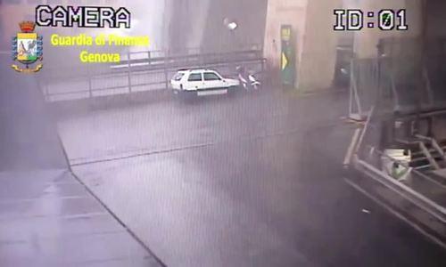 Khung cảnh dưới gầm cầu Morandi khi bị sập