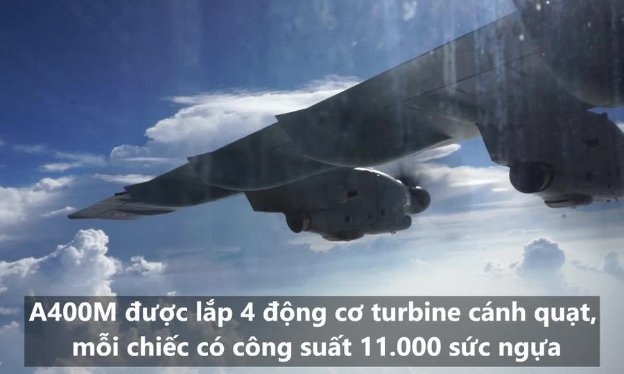 Chuyến bay biểu diễn của vận tải cơ Pháp trên bầu trời Việt Nam