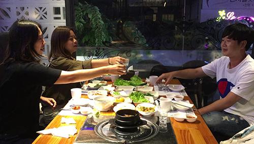 Người Hàn Quốc ở Việt Nam: 'Uống sâm tăng lực chỉ là đồn thổi'