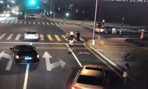 Người đi xe đạp giết chết tài xế ôtô để tự vệ ở Trung Quốc