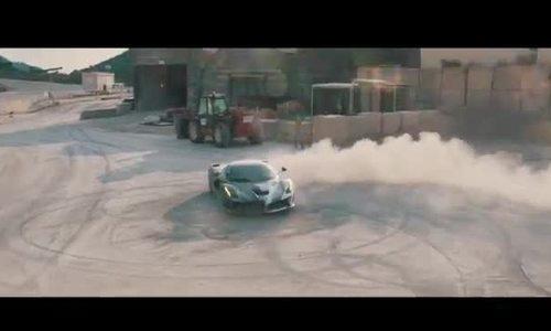 Siêu xe triệu đô Ferrari LaFerari trổ tài drift