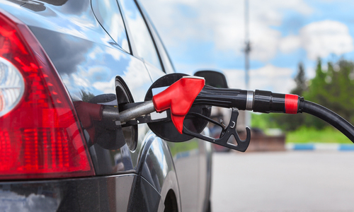 Chuyện gì xảy ra khi vừa đổ xăng vừa khởi động ôtô?