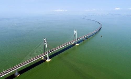 Những chỉ trích xoay quanh cầu vượt biển dài nhất thế giới ở Trung Quốc