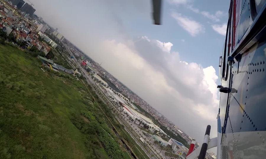 Trực thăng Ansat Nga biểu diễn trên bầu trời Hà Nội