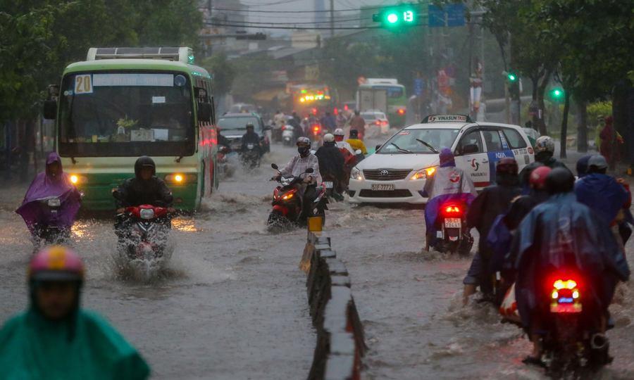 Mưa lớn, Sài Gòn mênh mông nước