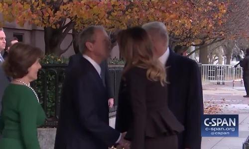 Trump và Melania tới chia buồn riêng cùng gia đình Bush