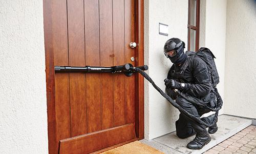 'Vũ khí' giúp cảnh sát phá cửa trong tích tắc