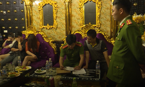 Nhóm cán bộ nhà nước bị bắt khi đang sử dụng ma túy ở Hà Tĩnh