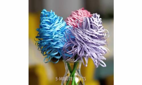 Dạy trẻ làm hoa giấy trưng bày dịp Tết - ảnh 1