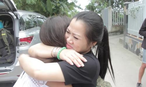 Video lúc cô gái Pháp gặp gia đình nội ở Vũng Tàu