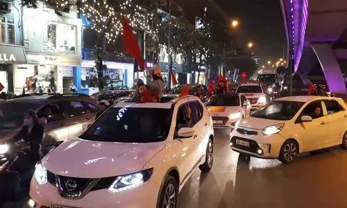 Video đoàn xe đổ về phố Đại Cồ Việt