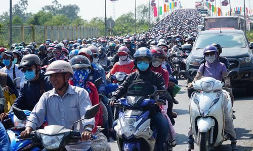 Live kẹt xe đường về Sài Gòn
