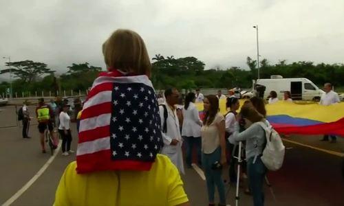 Y bác sĩ Venezuela biểu tình đòi chính phủ cho hàng viện trợ vào nước
