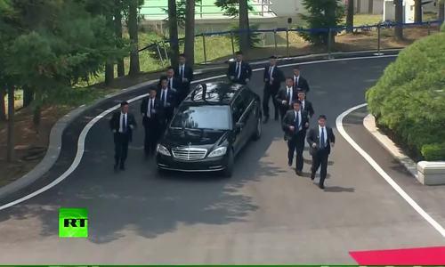 Ba lớp bảo vệ Kim Jong-un khi công du nước ngoài