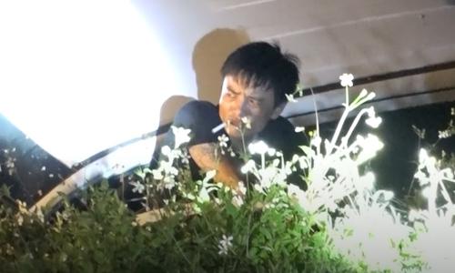 Phút đầu hàng của những kẻ buôn ma túy cầm súng, lựu đạn cố thủ