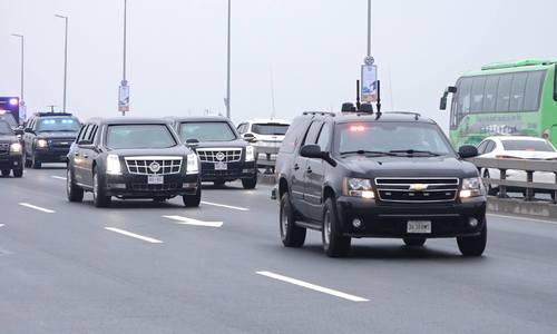Quái thú của Tổng thống Trump qua cầu Nhật Tân, Hà Nội