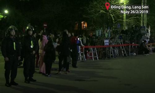 Phóng viên chờ xuyên đêm đón Chủ tịch Triều Tiên ở ga Đồng Đăng