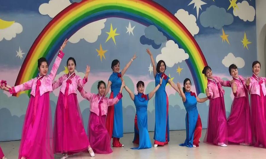 Cô trò trường Việt Triều tập múa mừng ông Kim Jong-un sang Việt Nam
