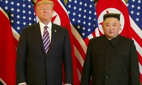 Trump - Kim bắt tay trước bữa tối ở Việt Nam