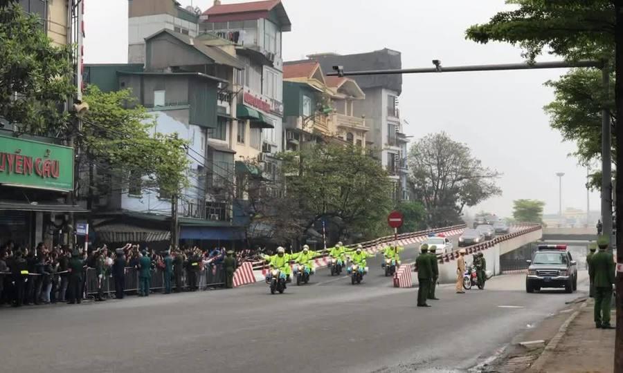 Đoàn xe dẫn đoàn ông Kim Jong-un