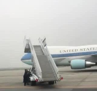 Thang lên chuyên cơ bay về Mỹ của Trump bị hỏng