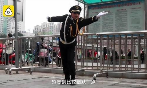 Nhân viên bãi đỗ xe gây sốt vì hướng dẫn tài xế bằng điệu múa
